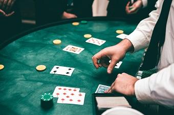 spel på blackjack bord